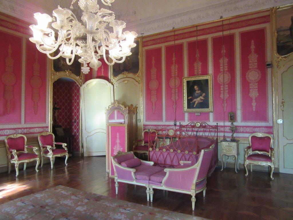 Aglie 39 il castello e il raduno multiepocale for Piani camera a castello